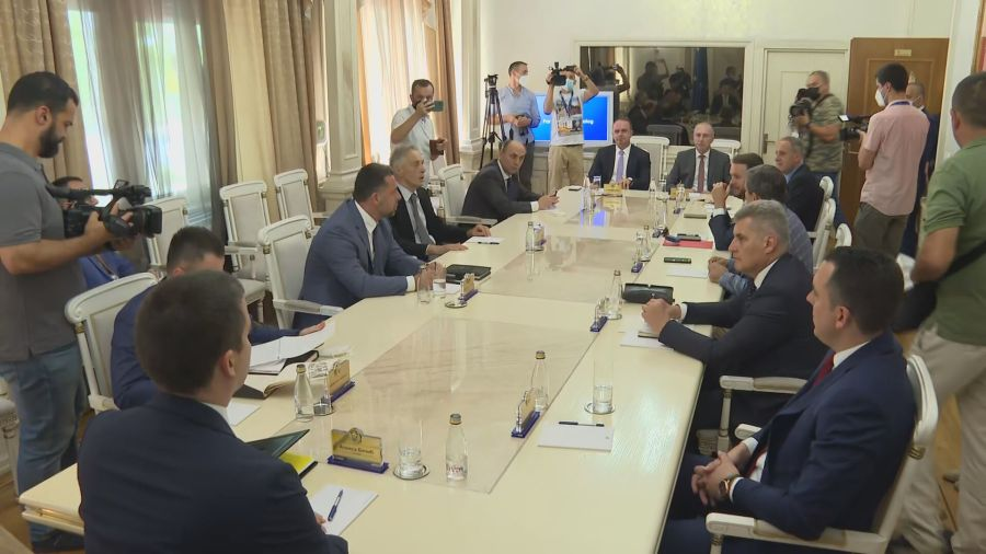 Crna Gora: Počeo sastanak kod Bečića, bez predstavnika DF-a