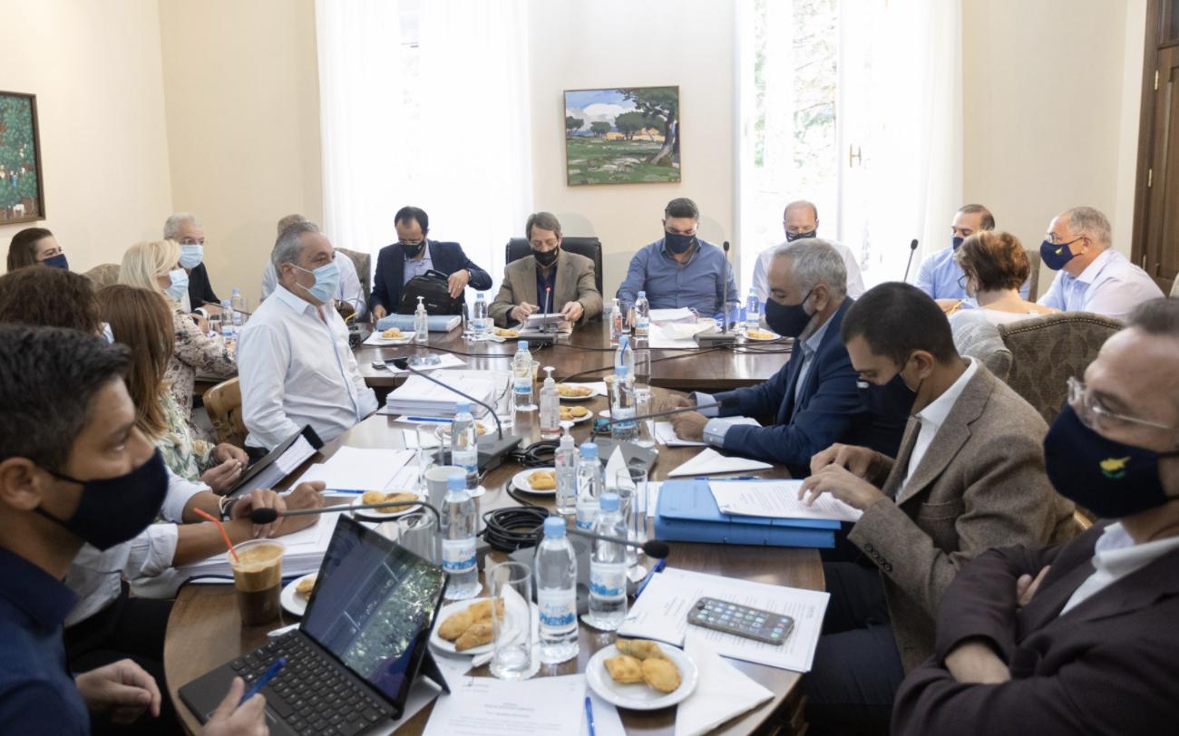 Kipar ukida pasoše rukovodstvu kiparskih Turaka